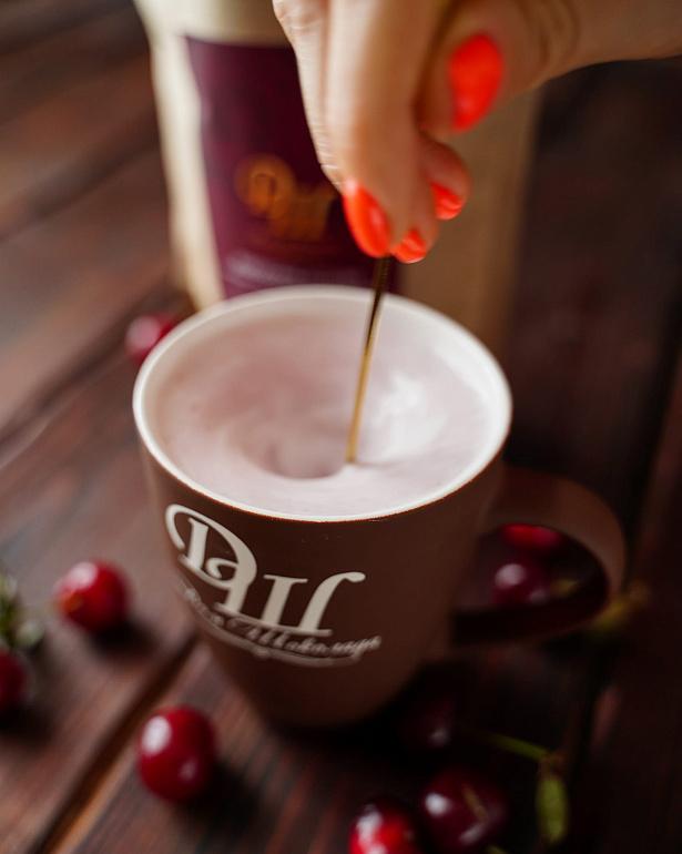 https://domchokolada.ruКокосовое молоко с ягодами вишни фото приготовления