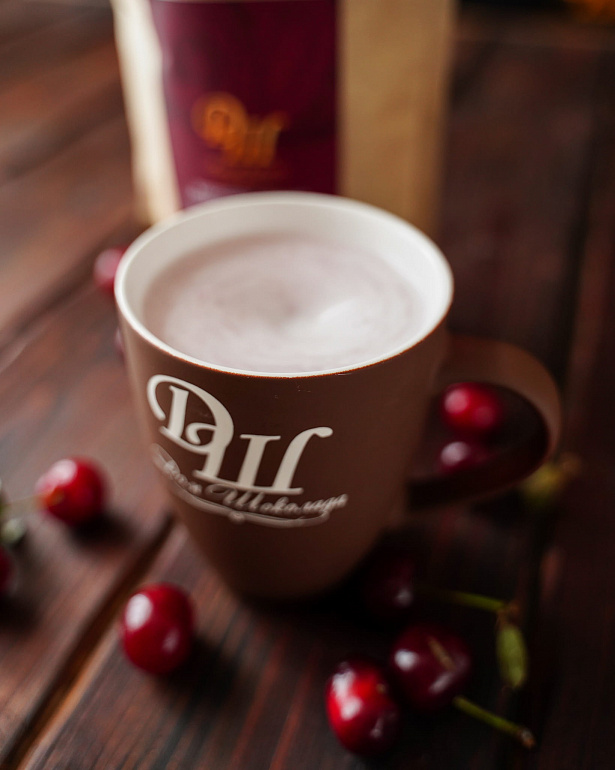 https://domchokolada.ruКокосовое молоко с ягодами вишни фото