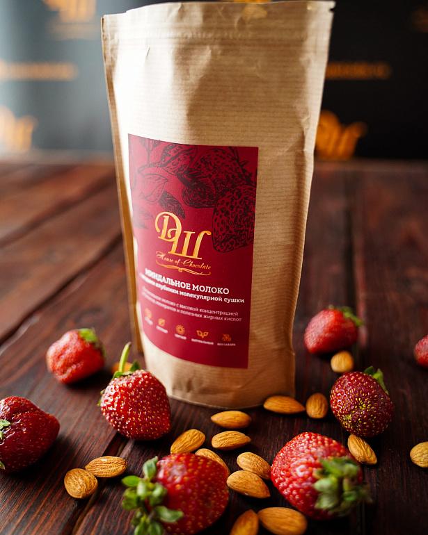 https://domchokolada.ruМиндальное молоко с ягодами клубники фото в упаковке