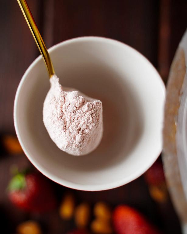 https://domchokolada.ruМиндальное молоко с ягодами клубники фото смеси