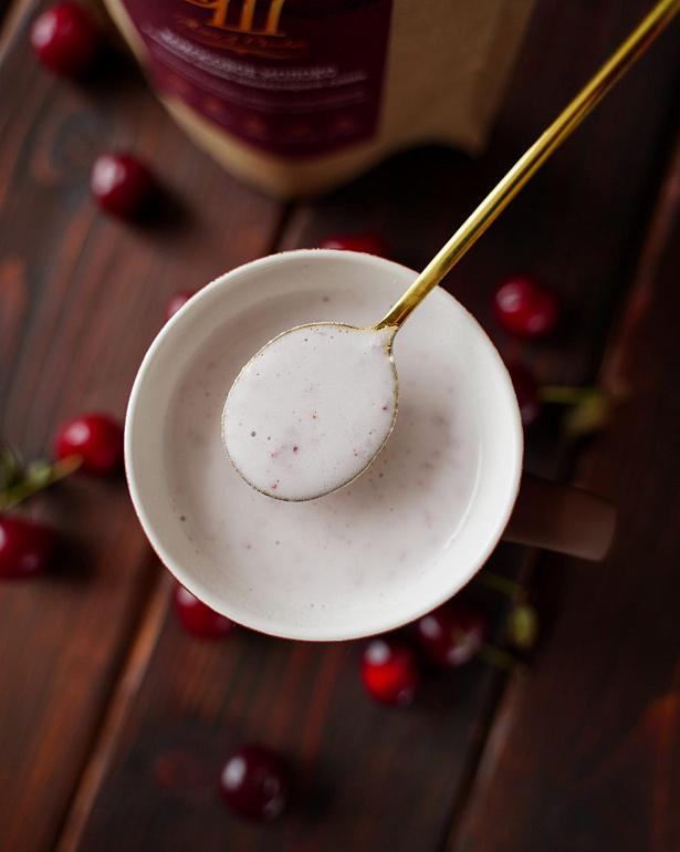 https://domchokolada.ruКокосовое молоко с ягодами вишни фото вид сверху