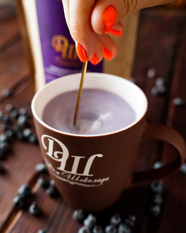 https://domchokolada.ruКокосовое молоко с ягодами черники фото